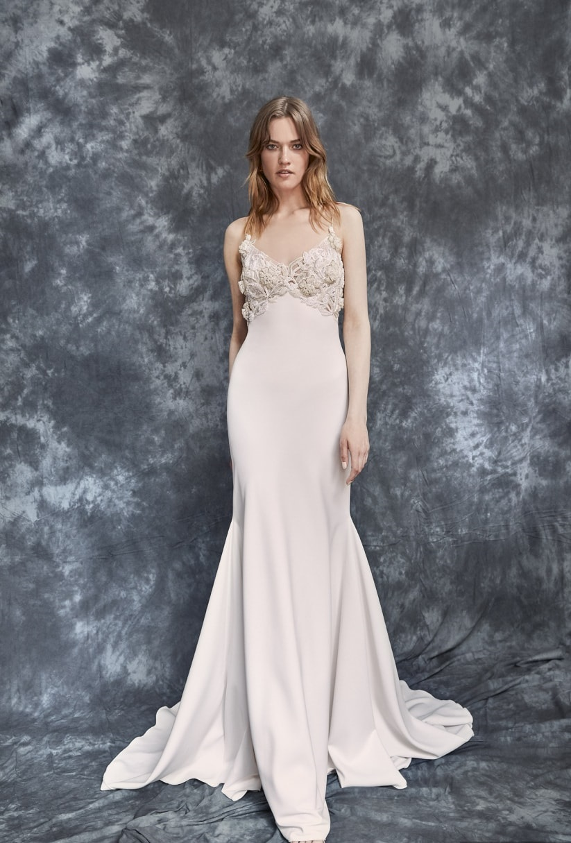 Maternity wedding dresses: the basic rules for enhancing your body