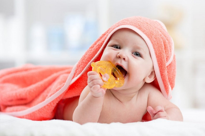 How to take care of the first teeth: symptoms and remedies for newborns