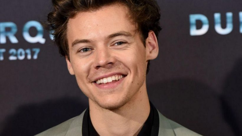 Harry Styles Height, Age, Weight, Girlfriends, Family Gay?